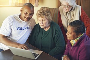 Shot of a volunteer showing a group of senior women how to use a laptophttps://195.154.178.81/DATA/i_collage/pi/shoots/805700.jpg
